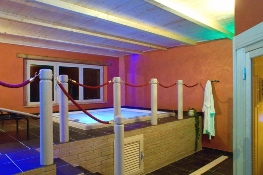 Umbria: Jacuzzi mini swimming pool with hydromassage | Agriturismo ...